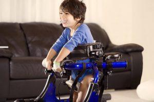 Wenn im Haushalt ein behindertes Kind lebt, gibt es den Geschwisterbonus bis zum 14. Geburtstag von diesem Kind.